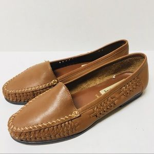 d0a54763ad4f8 90s Vintage Basic Editions leather loafers 7.5